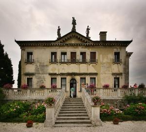 Villa_Valmarana_ai_Nani_front2