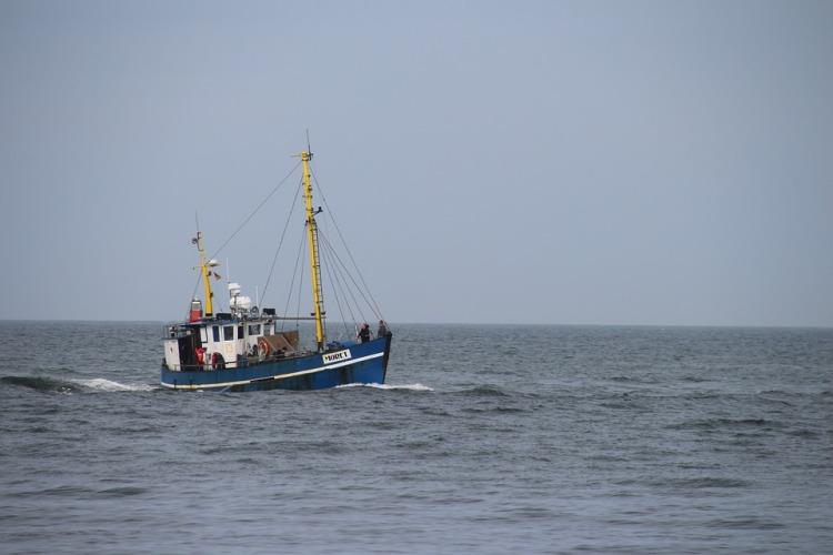 fishing-boat-715352_960_720