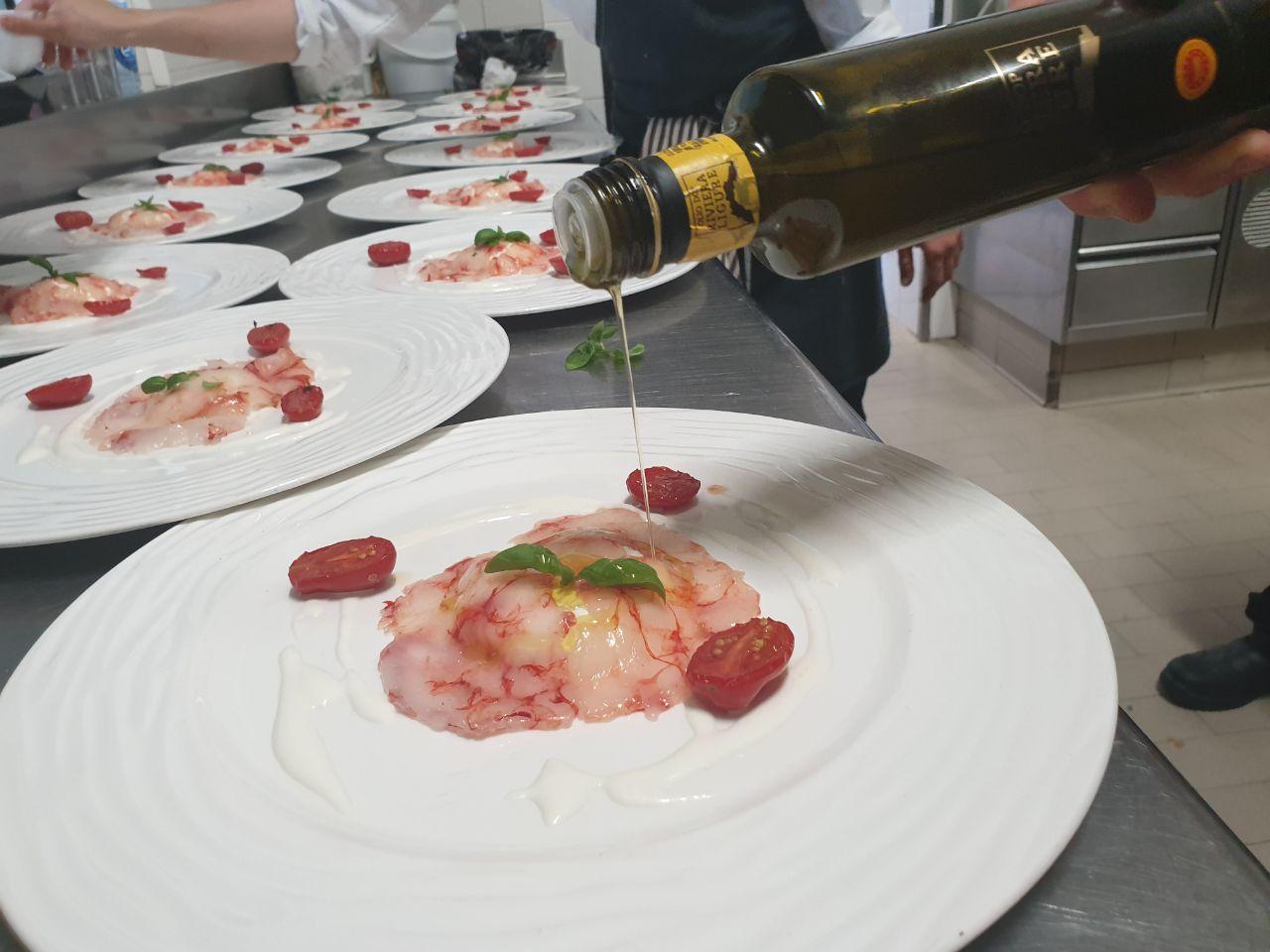 Olio Riviera Ligure Dop in tavola con le tipicità delle Langhe