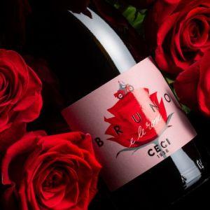Ceci porta rose e fiori nel bicchiere per l'estate2020