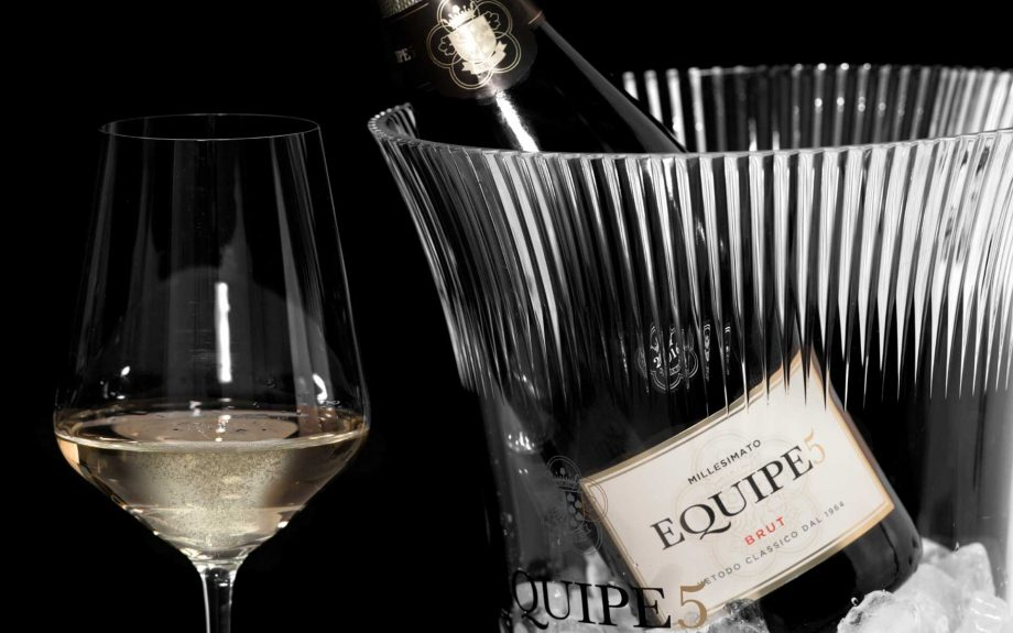 Nuova etichetta per Equipe5, il celebrato spumante metodo classico di Cantina di Soave